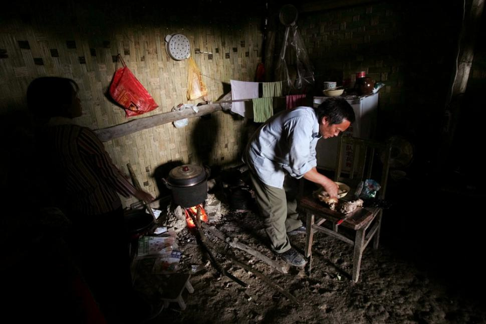 chinese living in caves