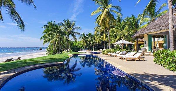 kim-kardashian-kanye-west-mexico-vacation-ftr