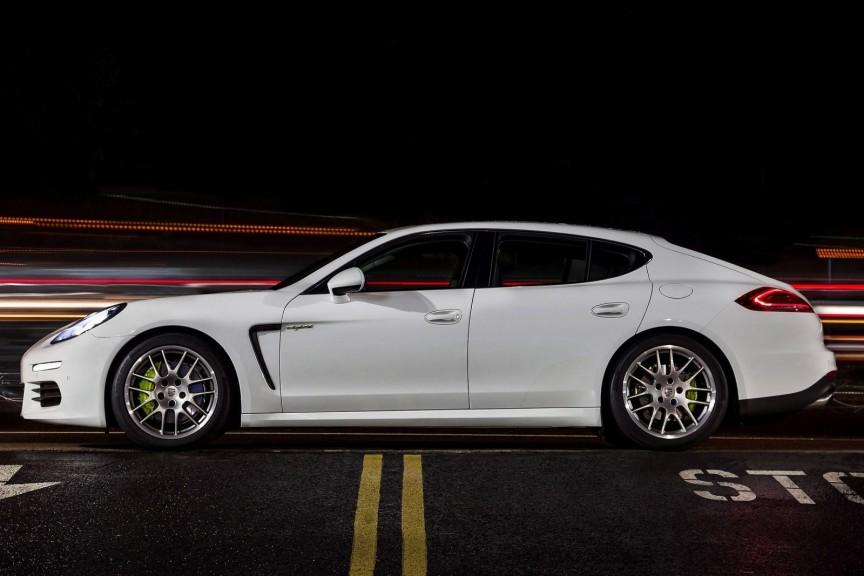 2015_Porsche_Panamera_S_E-Hybrid_4dr_Sedan_30L_6cyl_SC_gaselectric_hybrid_8A_3505803