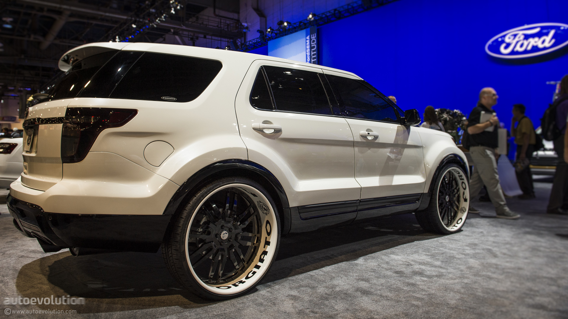 2012-sema-2013-ford-explorer-sport-by-forgiato-live-photos_11
