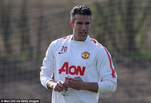276D576B00000578-3033860-Robin_van_Persie_will_not_return_to_the_fray_for_Manchester_Unit-m-151_1428680953803