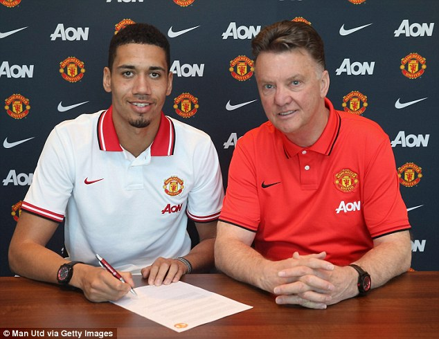 chris smalling signing new contract