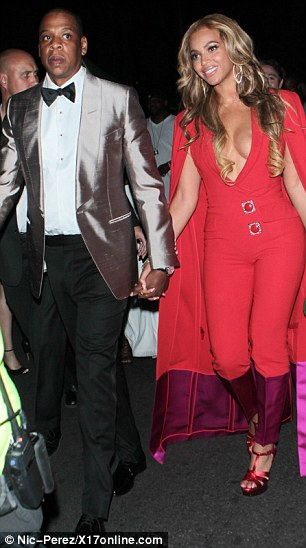 28491CDC00000578-3065923-Centre_of_it_all_The_glamorous_couple_of_Jay_Z_and_Beyonce_seeme-m-23_1430693438751
