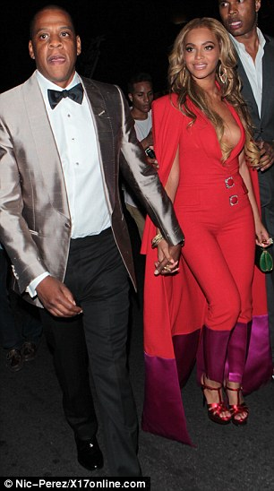 28491D4900000578-3065923-Centre_of_it_all_The_glamorous_couple_of_Jay_Z_and_Beyonce_seeme-a-24_1430693449413