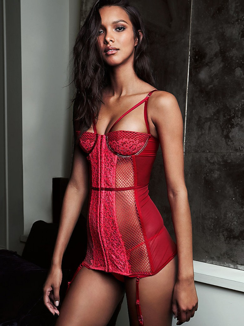 7030e96aa 15 Most Expensive Victoria s Secret Lingerie Pieces - Naibuzz