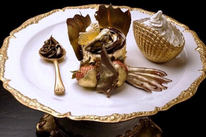 Golden-Phoenix-Cupcake