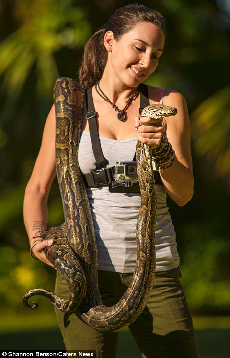 31F32FEB00000578-3480156-Shannon_with_a_snake-a-38_1457371240924