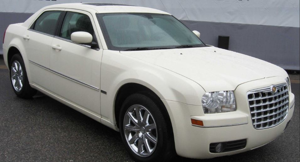 kenyan driver pimps his chrysler to look like a rolls royce naibuzz. Black Bedroom Furniture Sets. Home Design Ideas